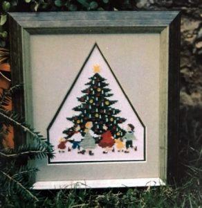 Fingerhut-Tannenbaum mit Kinderreigen